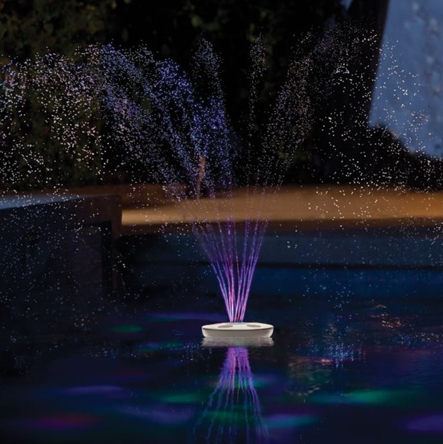 Fontaine lumineuse piscine ideal mag for Fontaine piscine design